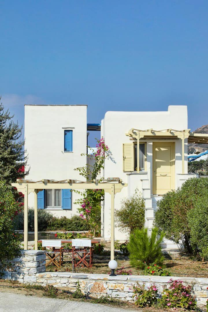 Family villa with sea view, one bath, breakfast
