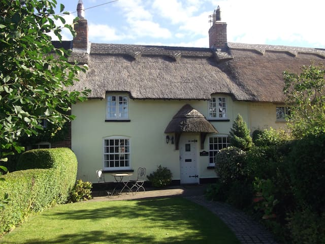 A beautiful thatched cottage - Wrea Green - Rumah