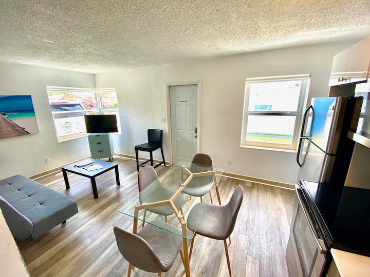 16 - Great Apartment in Hallandale!! Free Parking