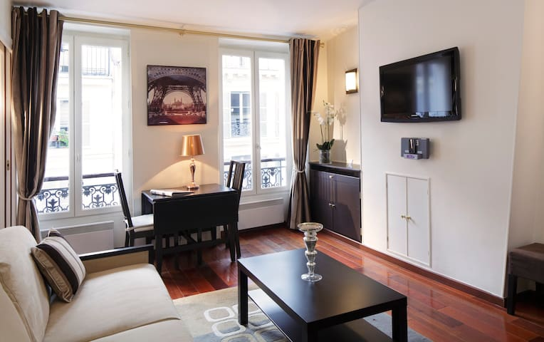 STUNNING 1BR APARTMENT A/C - HEART MARAIS