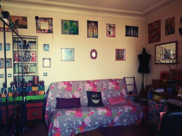 "Room "" Psyche "" @  the "" imagine "" Apartment"
