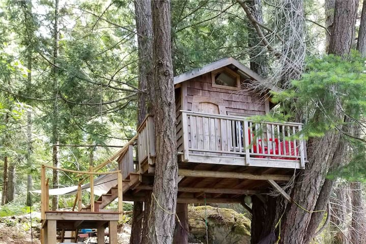 Lake Side Treehouse-Tech Detox- Quadra Island