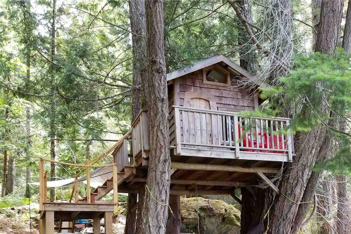 Lake Side Treehouse-Tech Detox- Quadra Island