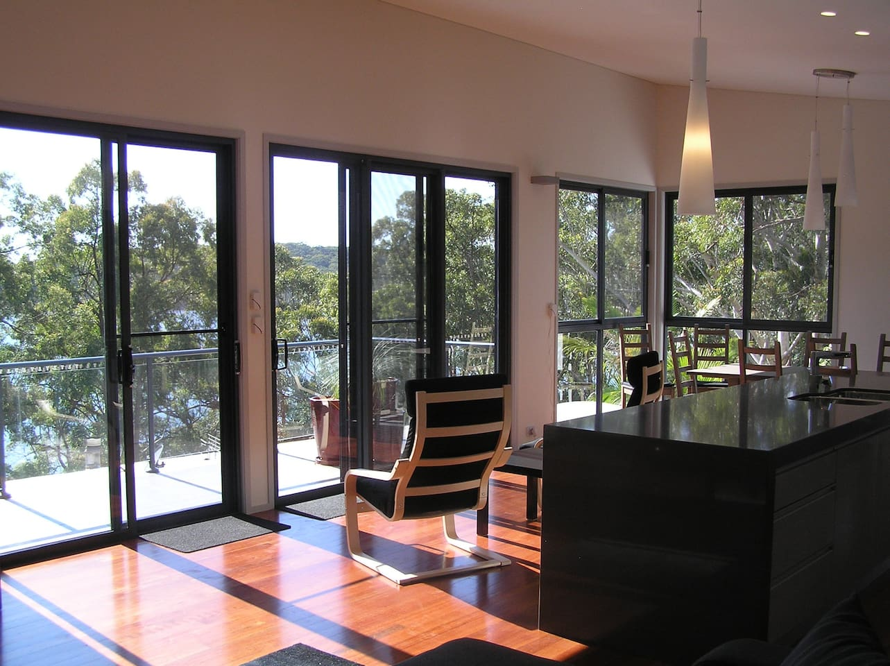 Take in the stunning lake glimpse's as you unwind from a busy lifestyle at Grasstrees