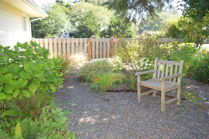 Coastal Breeze Cottage has a private garden with Washington Native plants that are medicinal or attract local hummingbirds and butterflys.