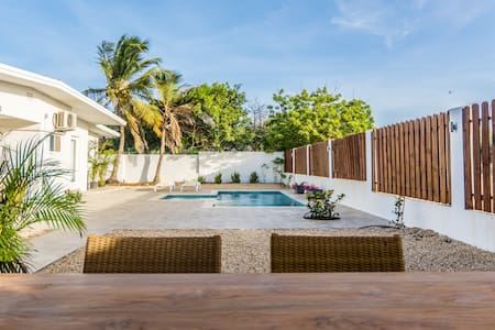 Googy 3B: 3 BEDROOM PRIVATE LUXURY VILLA AND POOL