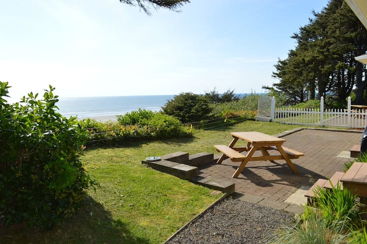 View from side yard to Coastal Breeze patio.