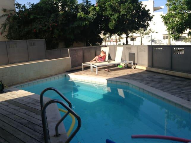 Отдельные комнаты на красивой вилле - Netanya - Villa