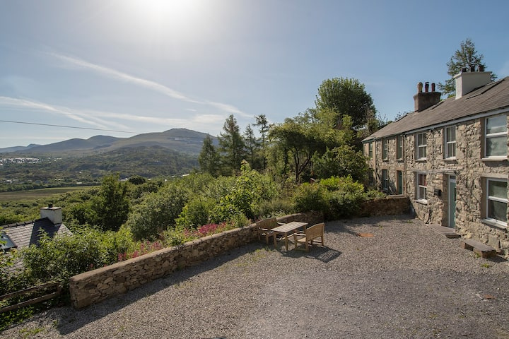 Mountain cottage, fabulous view, private parking