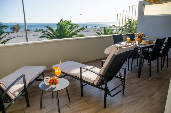 Gloria IN,4* app.on the beach,terrace,free parking