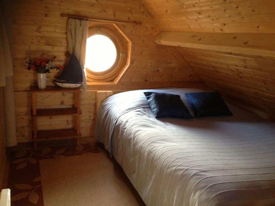 2 chambres avec grands lits.