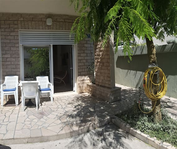 Apartment w/ terrace in Makarska + parking