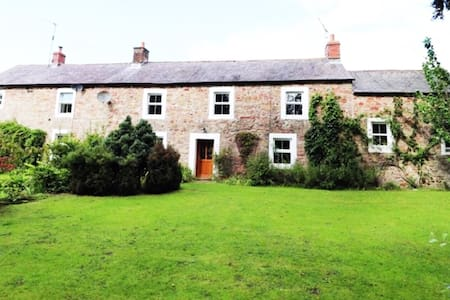 Large Cumbrian Farm House Dated 1644 With Hot Tub