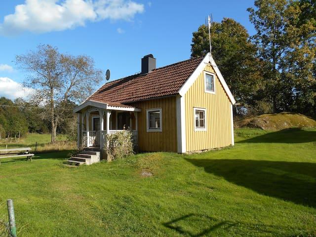 Bo på lantgård i Småland nära sjö