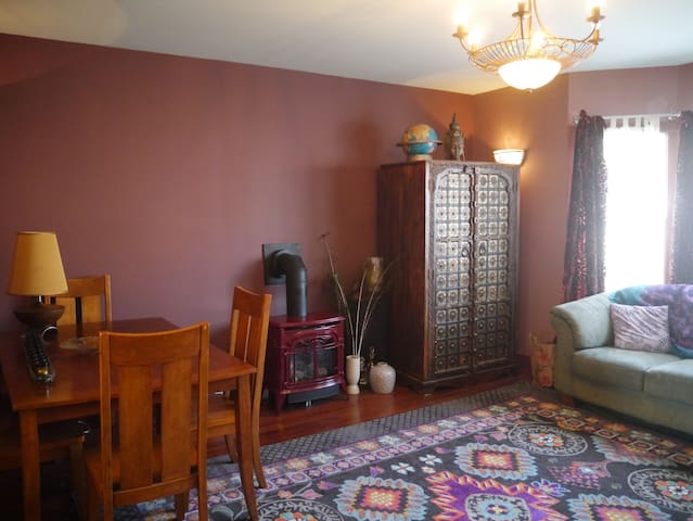 Bright Airy View Cottage, +Spacious Peaceful Loft