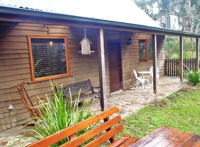 Sleepy Wombat Cottage - Warburton - Casa