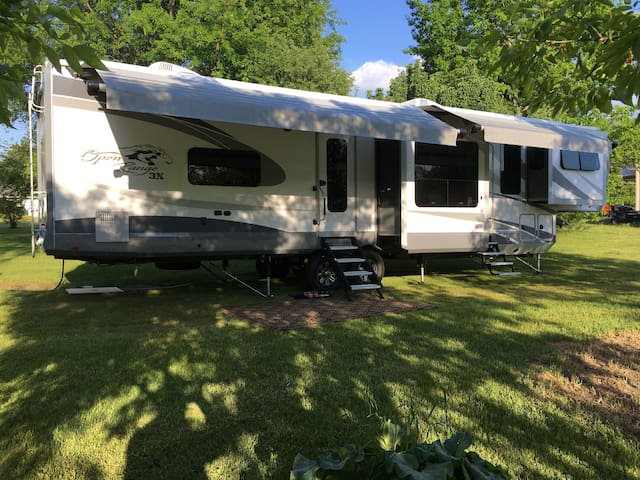 42' Luxury RV/King Select Number Bed/Front Living