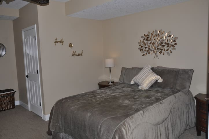 Queen size bed and closet to the left