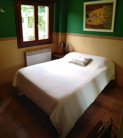 Habitación principal con cama de 1,35