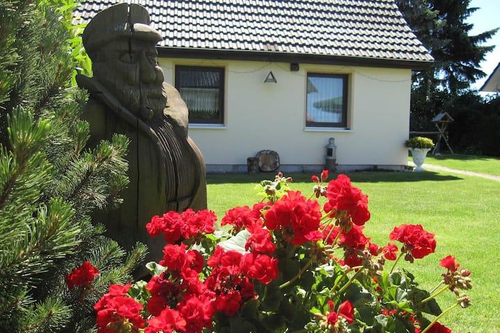 Charmant vakantiehuis in Kühlungsborn met een terras