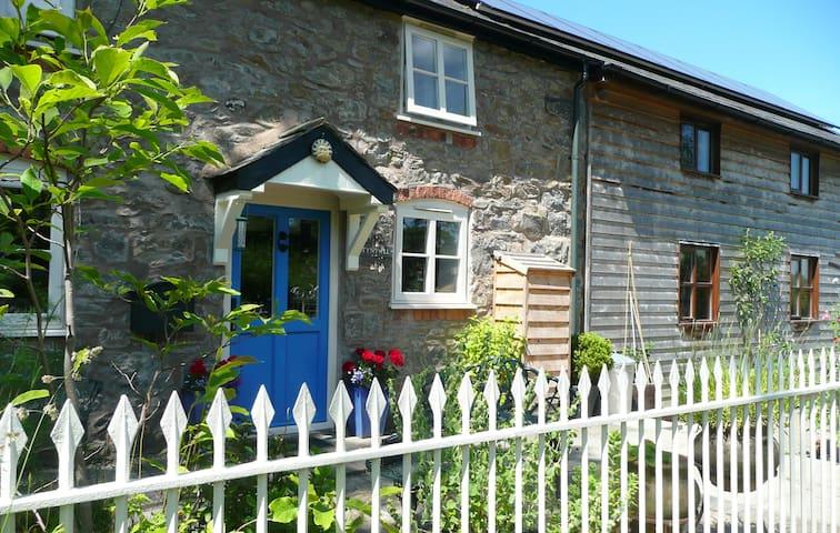 Friendly B + B in magical mid-Wales - Llanerfyl - Bed & Breakfast