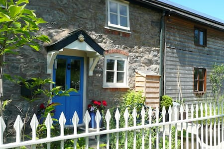 Friendly B + B in Magical Mid-Wales - Llanerfyl - Bed & Breakfast