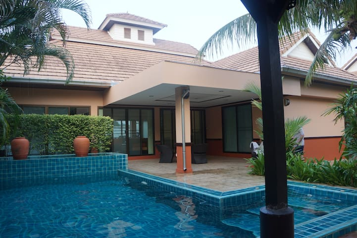 Cozy french 3 bdr in Gated village - Pattaya - Huis