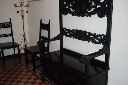 Appartamento stile liberty - Belmonte Mezzagno - Lejlighed