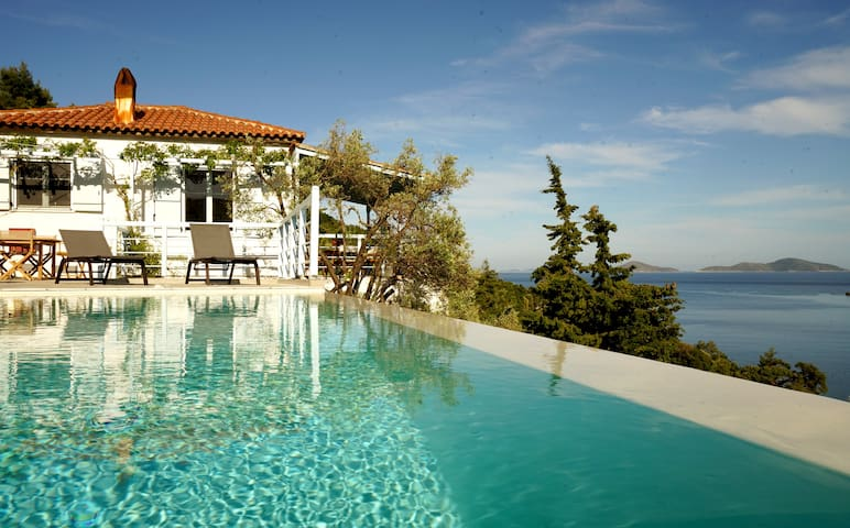 Beautiful seafront villa, heated infinity pool