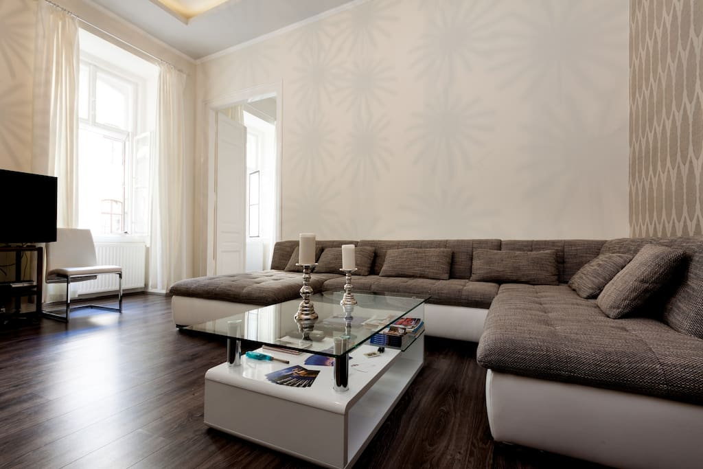 25m2 living room with a spacious lounge area.