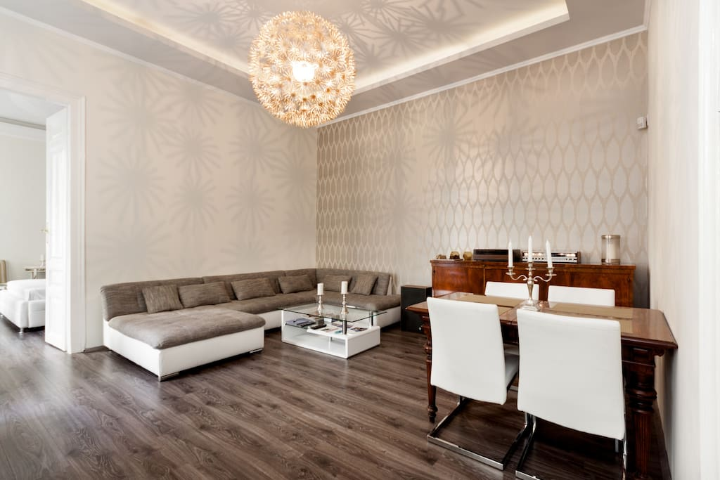 25m2 living room with a spacious lounge area. Dining table suitable for 8 when unfolded.