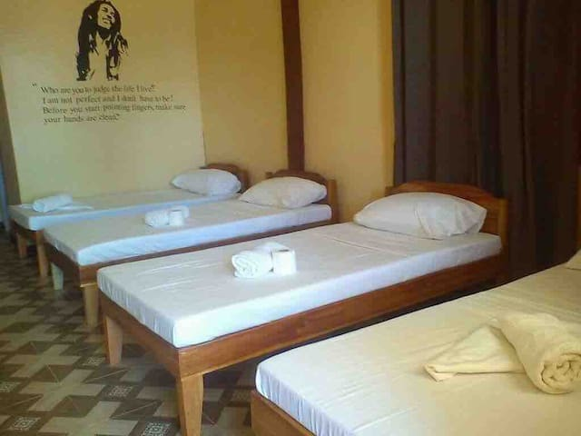 Mecaja Backpacker room bed 4 with sea view