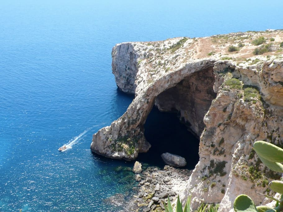 20 mins walk to the Blue Grotto