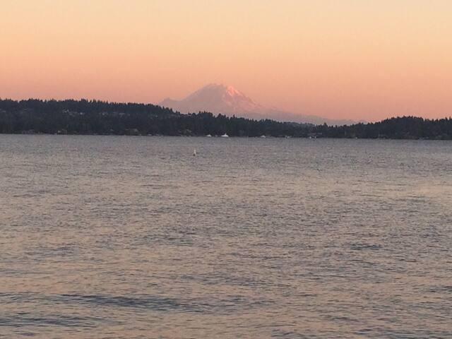 Lake Washington and Mount Rainier views just blocks from cottage