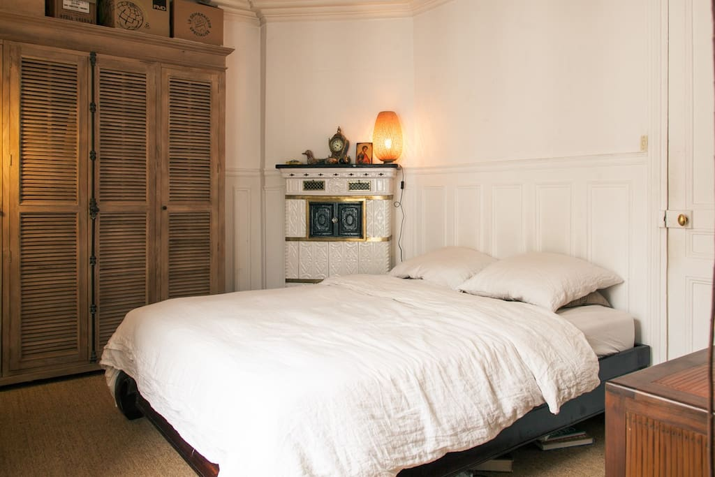 Prussian chimney and large Queen-size bed in beautiful bedroom
