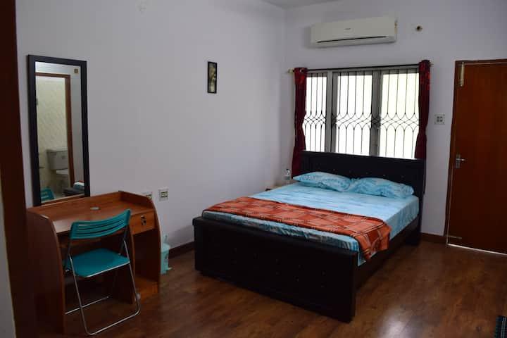 Cozystay near Hotel Taj Coromandal - Room No.3
