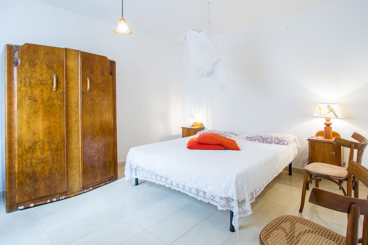 Camera da letto B/ Sleeping room B/ Schlafzimmer B