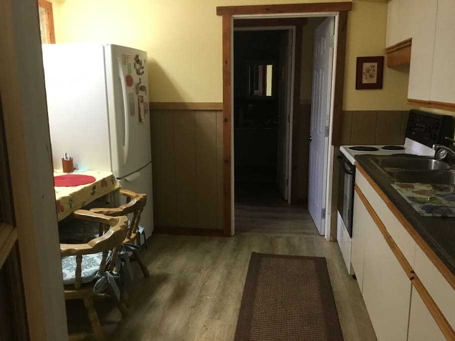 Kitchen/Dining Area (fully equipped)
