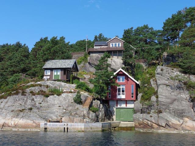 Beautiful cottage by the sea - Hauglandshella - Blockhütte