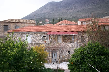 Traditional stone house for rent  - Oitylo