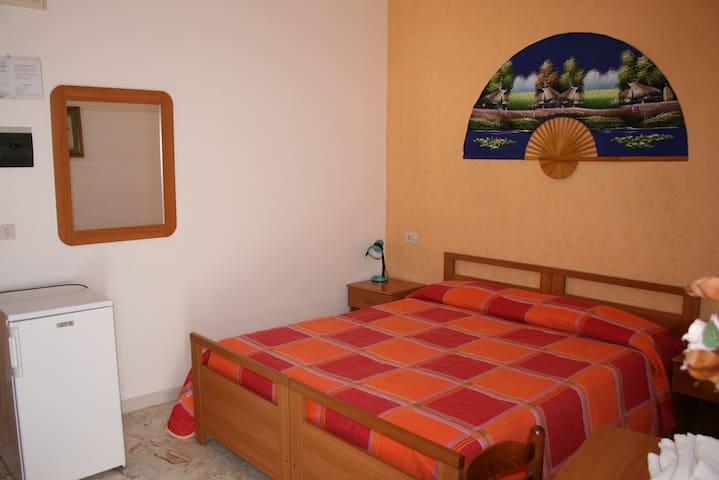 Camera Matrimoniale con bagno privato - Poggio Imperiale - Bed & Breakfast