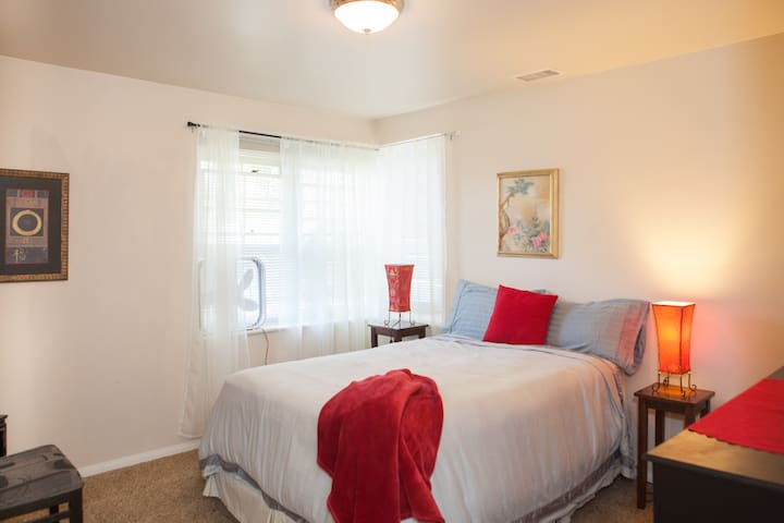 Wonderful  clean room!! - Goleta - Casa