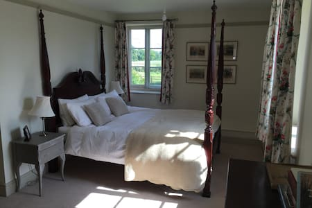 Four Poster ensuite room- large English Farm House - Southmoor - 独立屋