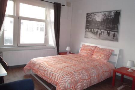 Brand-new cozy room in Vondelpark