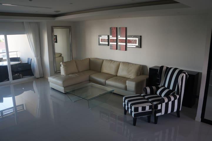 2 bdr luxury near the beach - Pattaya - Apartment