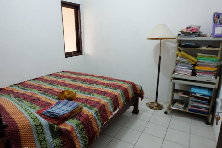 Private Home with One Bedroom - Depok - House