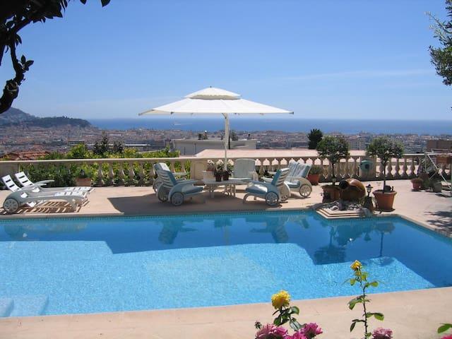 VILLA VISTA AZZURRA  vue mer - piscine-jardin- - Nice - Bed & Breakfast