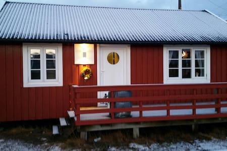 Lofotbo, - Charming fishermans cabin in Stamsund - Stamsund - Zomerhuis/Cottage