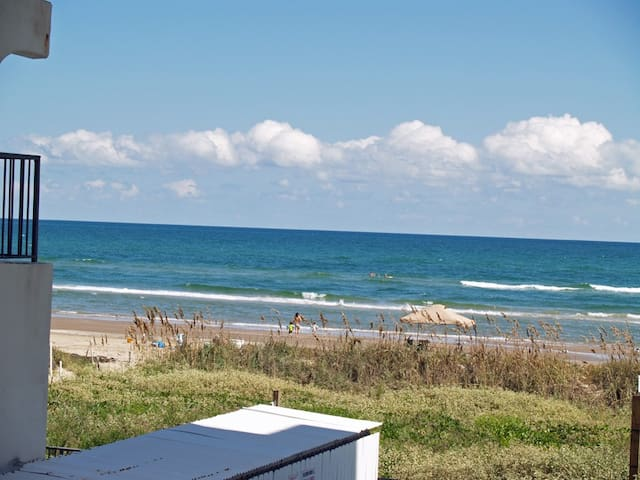 Cute as a BUTTON Beachfront Condo! - South Padre Island - Wohnung