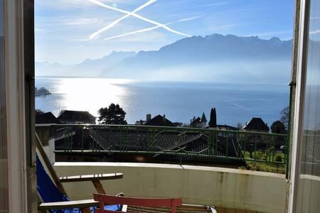Chambre soignée et déco vintage vue panoramique - Corseaux